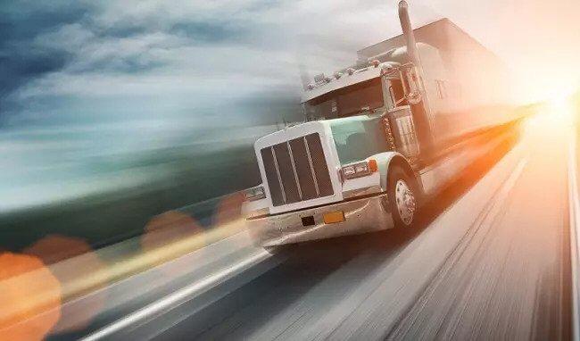 کامیون در جاده